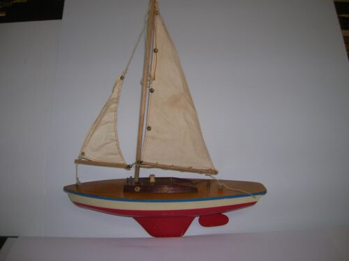 Pond Sail Boat , vintage , Wooden deck / cabin &amp; plastic hull 13&quot;long lot # 9604<br/>Model Ships - 37970