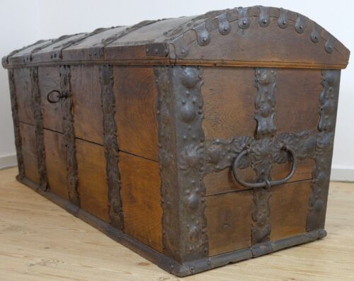 ANTIQUE OAK CHEST FROM DANISH MANOR - 5 FT/5 ST. EXTREMELY WELL PRESERVED! TRUNK