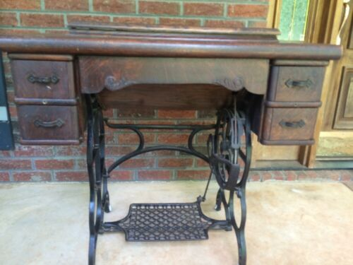 Antique Davis Vertical Feed Treadle Sewing Machine with cabinet !!!<br/>Sewing Machines - 156327