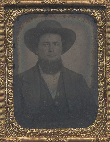 AMISH / PA DUTCH MAN WITH HAT AMBROTYPE