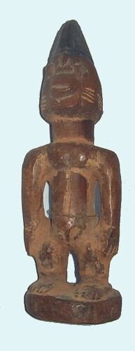 EARLY 20TH CENTURY YORUBA TWIN FIGURE WITH DISTINCTIVE CARVING - IBEJI<br/>Sculptures & Statues - 37947