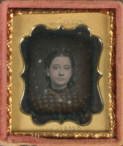 DAGUERREOTYPE GIRL, TINTED. 16TH PLATE, FULL CASE.