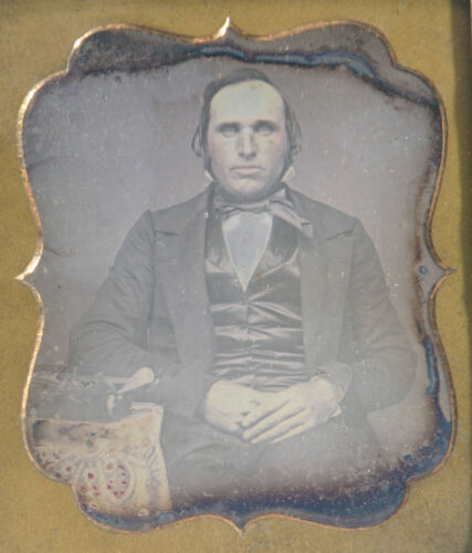 CARPETBAGGER DAGUERREOTYPE. TINTED 6TH PLATE, HALF CASE.