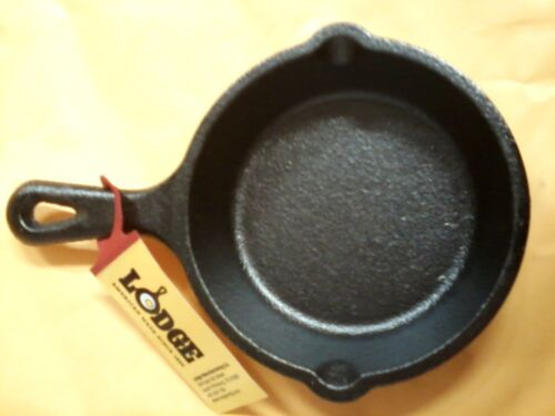 "Lodge #LM53 Mini Cast Iron  Skillet Spoon Rest   3 1/2""   NEW"
