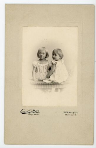 Adorable kids  holding hands  Antique Cabinet card photo Ludenscheid Germany