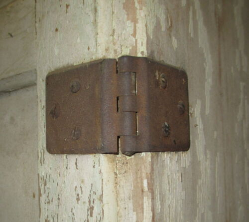 SELLERS CABINET DOOR HINGE &amp; SCREWS ORIGINAL SELLERS WRAP AROUND HOOSIER CABINET<br/>1900-1950 - 63564