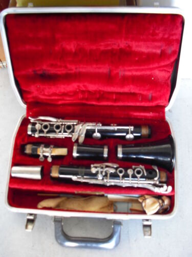 Antique Selmer Bundy Resonite Clarinet with Case LOOK<br/>Other Antique Instruments - 156322
