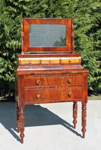 Federal Sheraton Tiger Maple &amp; Mahogany Dresser Vanity Acanthus Carved Legs <br/>1800-1899 - 63579