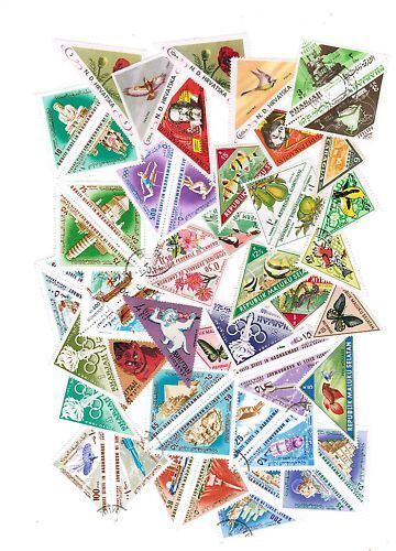 LOT DE 50 TIMBRES DIFFERENTS THEMES TRIANGULAIRE
