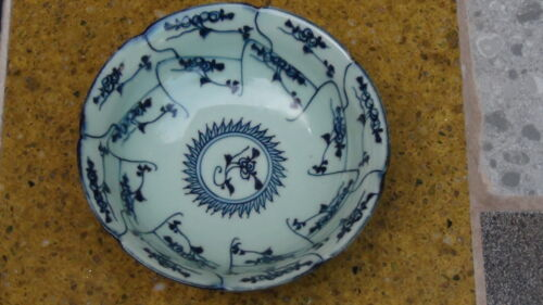 ANTIQUE CHINESE BLUE AND WHITE BOWL WITH BOTANICAL & GEOMETRICAL DESIGN