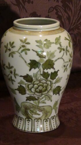 ANTIQUE CHINESE PORCELAIN GREN-GOLD PAINTED FLOWERS VASE