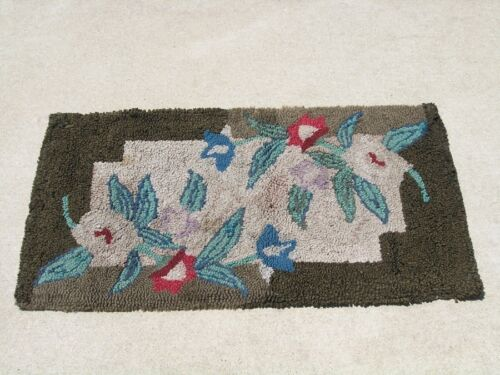 Antique American Hooked Rag & Wool on Burlap Rug Art Deco Abstract Floral Mint