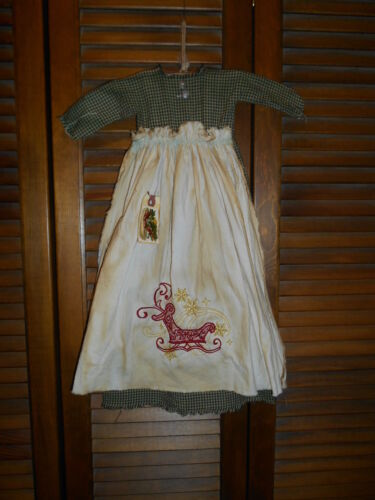 Primitive Wall Decor Dress GREEN CHECK W/ APRON Sleigh, Christmas, Grungy