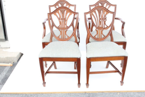 Gorgeous Set of Six 6 English Hepplewhite Mahogany Dining Room Chairs, c. 1930