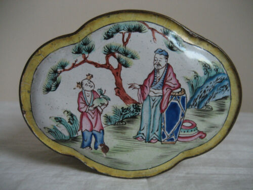 ANTIQUE CANTON HAND PAINTED ENAMEL CHINESE TRINKET BOX  PRE 1920