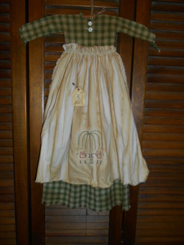 Primitive Wall Decor Dress GREEN PLAID W/APRON , Sheep and Willow, Prim, Grungy