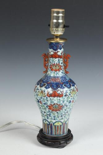 CHINESE DOUCAI VASE, 19th century. - H: 9 in. Lot 206