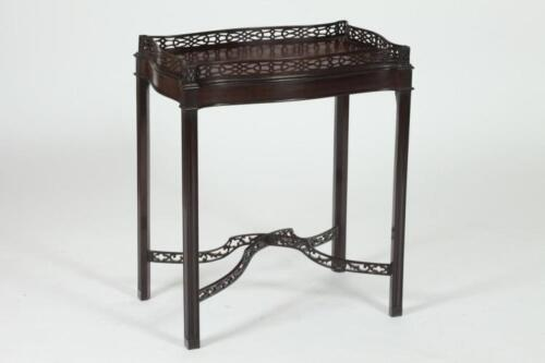 """MAHOGANY TEA TABLE IN THE CHIPPENDALE STYLE, 20th Century. - 28 1/4"""" ... Lot 378"""