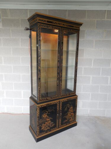 DREXEL ET CETERA Chinoiserie Decorated Lighted Curio Cabinet (B)