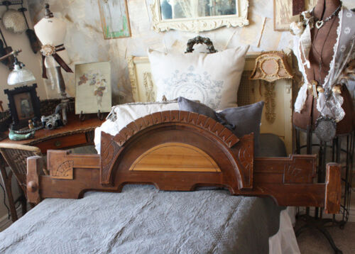 Wonderful Antique Xlrg Oak Carved Wood Pediment