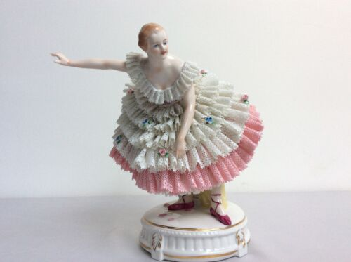 Lovely dresden sitzendorf porcelain lady beautiful Nice lace figurine seldom