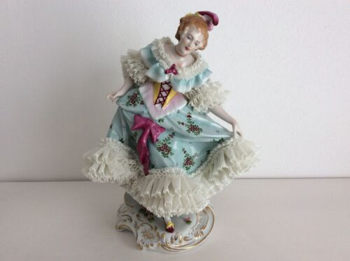 Lovely dresden sitzendorf porcelain lady very nice white lace figurine figure