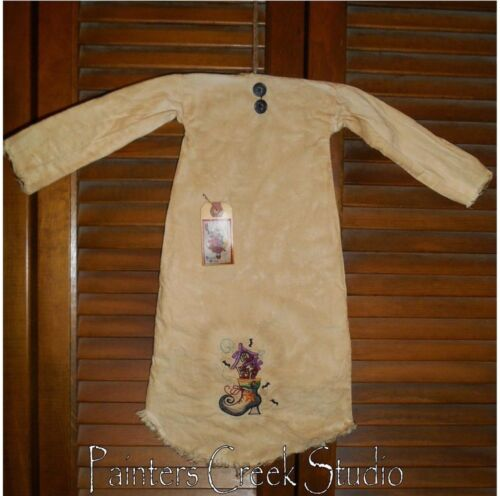 Primitive Decor HALLOWEEN HAUNTED HOUSE WITCH BOOT Nightshirt,Cupboard,Grungy