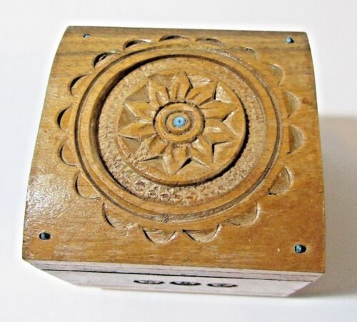 SQUARE CHUNKY FOOTED WOOD GREEN LINED WOODEN JEWELRY TRINKET BOT CARVED OAK