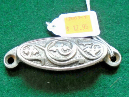 ONE BEAUTIFUL VINTAGE DRAWER PULL - CAST STEEL  (12063-1)