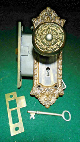 1905 'CHATHAM' CAST IRON COMPLETE, KNOBS, PLATES, KEY, STRIKE - VERY NICE(12240)