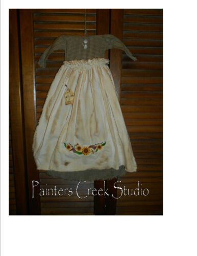Primitive Wall Decor Dress GREEN CHECK W/APRON, SUNFLOWER Border, Country,Grungy