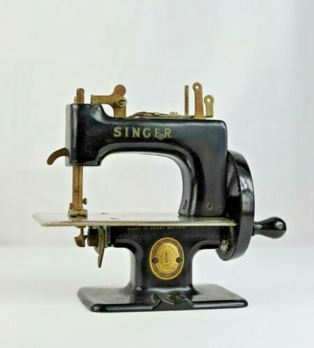 Antique Singer Child's Miniature Sewing Machine Gold Stenciling and Medallion