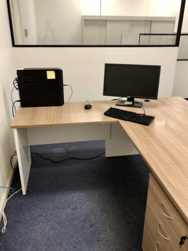 Office Desk with Return and Set of Drawers on wheels