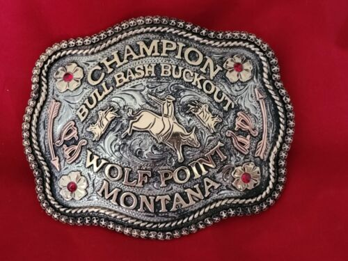 RODEO TROPHY BUCKLE☆ ☆WOLF POINT MONTANA BULL BASH RIDING CHAMPION VINTAGE 841