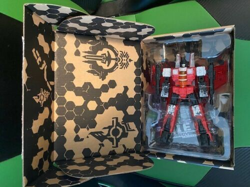 Hasbro Transformers Siege WFC-GS02 Red Wing Exclusive