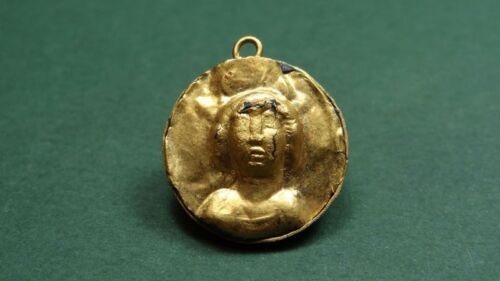 ANCIENT GOLD PENDANT , BUST IMAGE LATE ROMAN - BYZANTINE 3rd-5th CENTURY AD