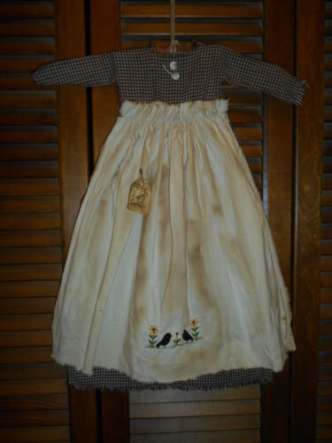 Primitive Wall Decor Dress BLACK CHECK W/ APRON Crows and Flowers, Blackbirds