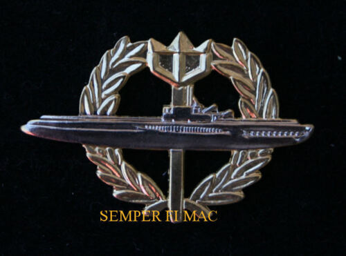 SUBMARINE WITH WREATH VERY NICE QUALITY HAT PIN