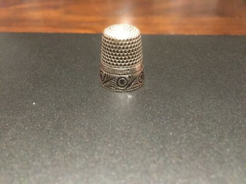 """ANTIQUE RARE ORNATE ANCHOR STERLING """"RD DGS EEE,"""" THIMBLE- SIZE 8"""