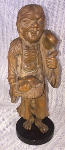 VINTAGE CARVED CHINESE WOOD FIGURE OF A MAN WITH 2 LARGE BULL FROGS