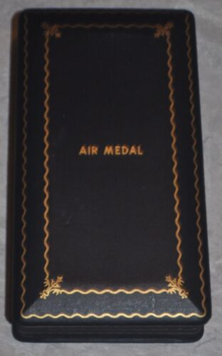 ORIGINAL WWII AIR MEDAL CASE Medals & Ribbons - 4724