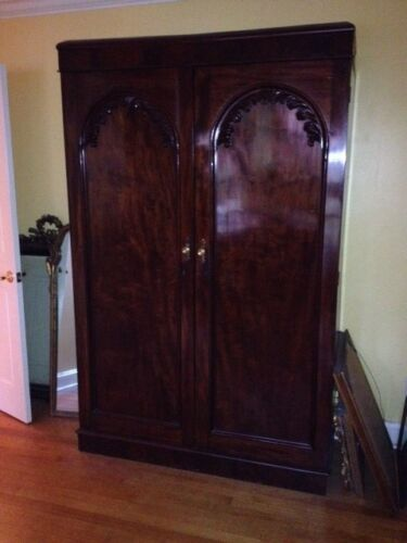 ANTIQUE MAHOGANY ARMOIRE GEORGIAN ARCHED DOORPANELS WITH FEATHERED MOLDING