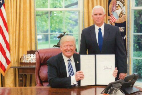 President Donald J. Trump & VP Mike Pence in Oval Office, White House - Postcard