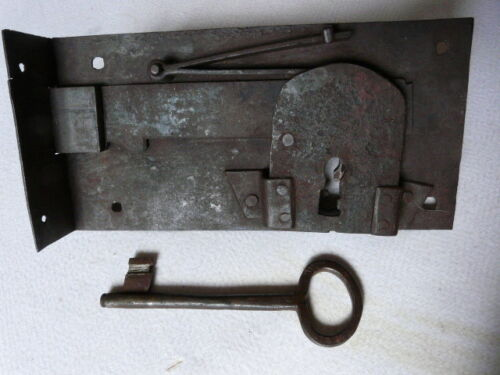 SUPERB ANTIQUE FRENCH HAND FORGED DOOR LOCK AND KEY 18th CENTURY