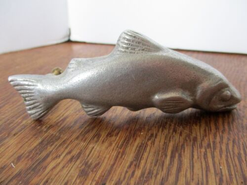 "Vintage 1976 TROUT PEWTER DRAW PULL Signed D. Telson 4 .5"" (3 .5"" Screw-- Screw)"