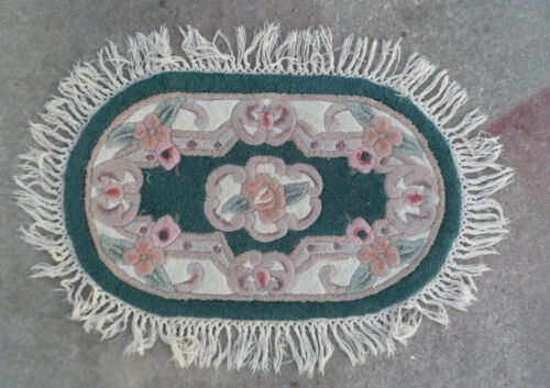 """1930s Shabby Rose 30"""" Oval Accent Rug"""