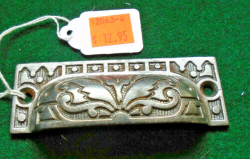 ONE BEAUTIFUL VINTAGE DRAWER PULL - CAST STEEL  (12063-4)