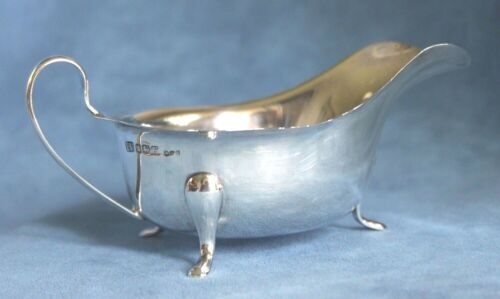 Vintage English Hallmarked Solid Sterling Silver Gravy Sauce Boat Pitcher 104 Gr