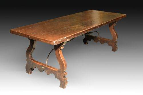 Dining Table in Walnut and Wrought Iron Fasteners. Spain, 17th Century.