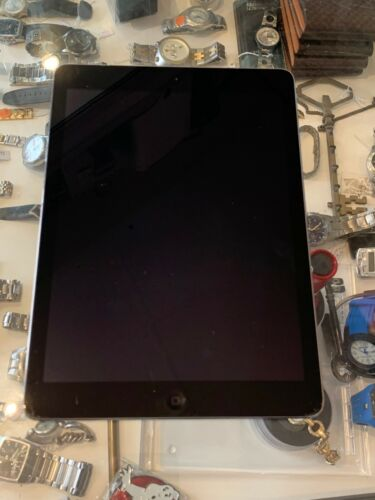 APPLE (MD785X/B) IPAD AIR 1ST GEN 16GB IN SPACE GREY WIFI ONLY - CRACK ON SCREEN